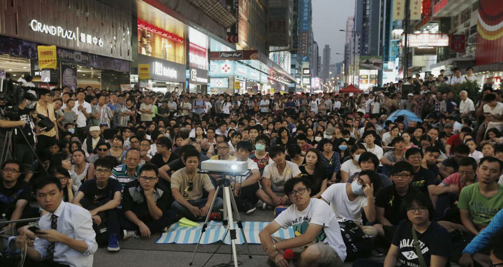 hong-kong-mongkok-protest-watching