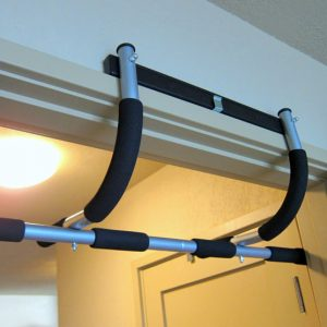Doorway pull up bars